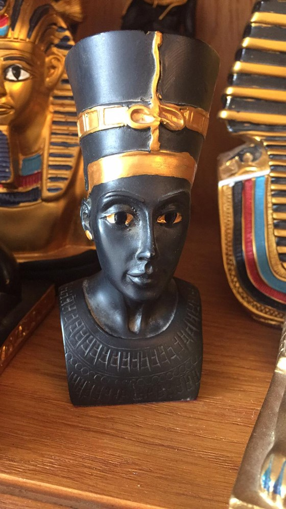Queen Nefertiti Egyptian Statue