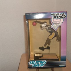 BACK BOARD KINGS ACTION FIGURE. LAKERS STARTING LINEUP.