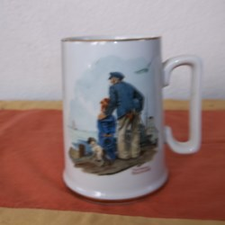 "MUG, NORMAN ROCKWELL ""LOOKING OUT TO SEA"""