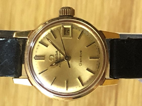 OMEGA GENEVE AUTO CAL.565 is in a good condition! ref.166.041